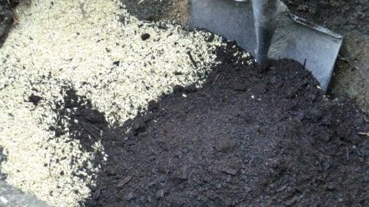 もみ殻と牛糞堆肥