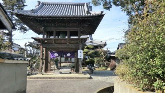 お寺の門構え