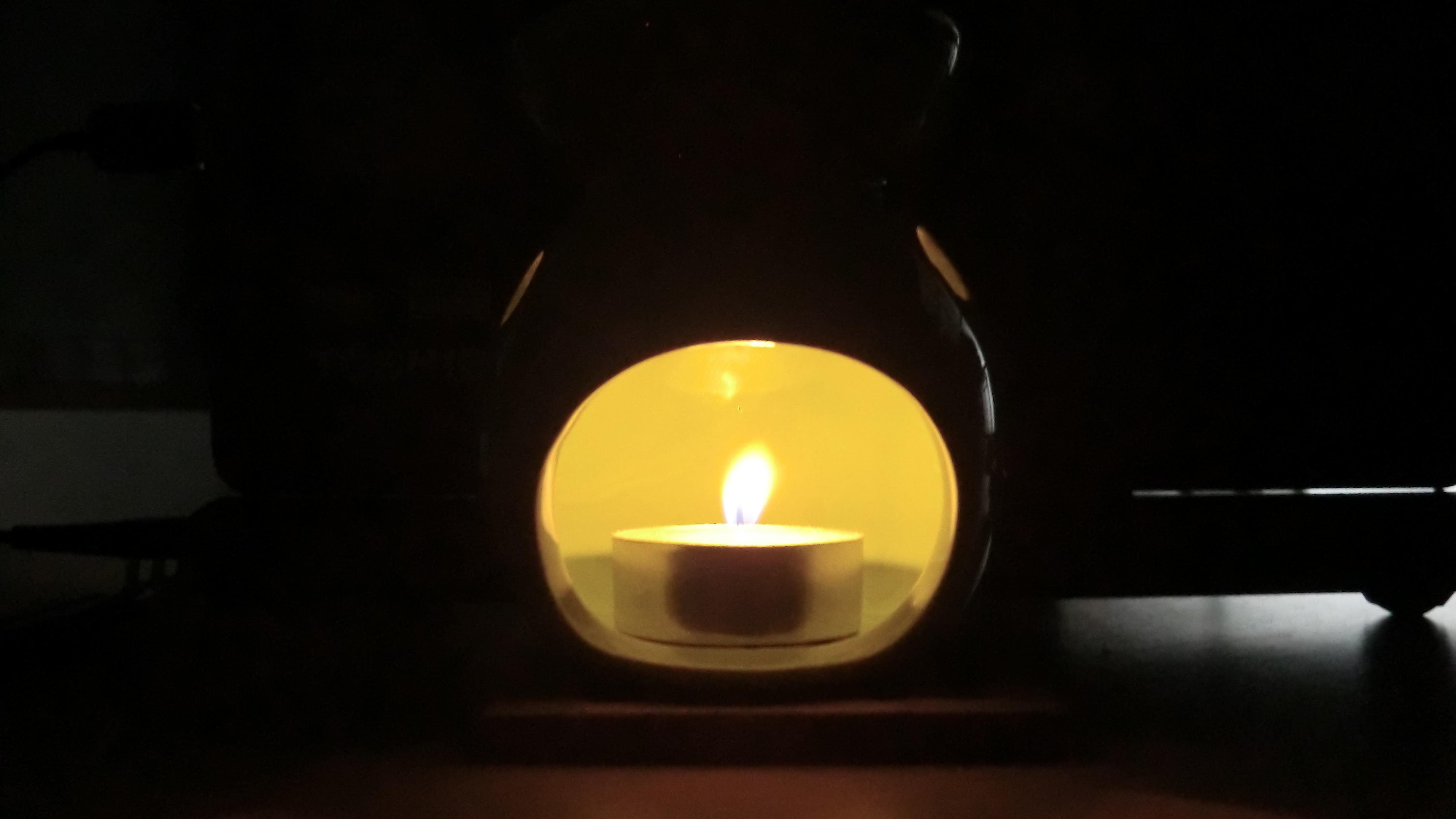 茶香炉の明かり