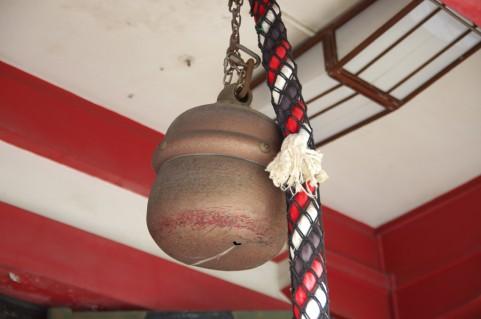 神社拝殿の鈴