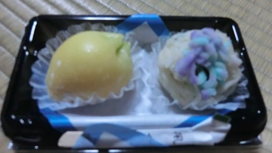 Japanese confectionery is a sweet that produces a sense of the season