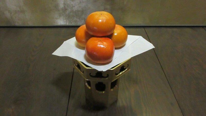 仏前にお飾りする柿の間違った置き方