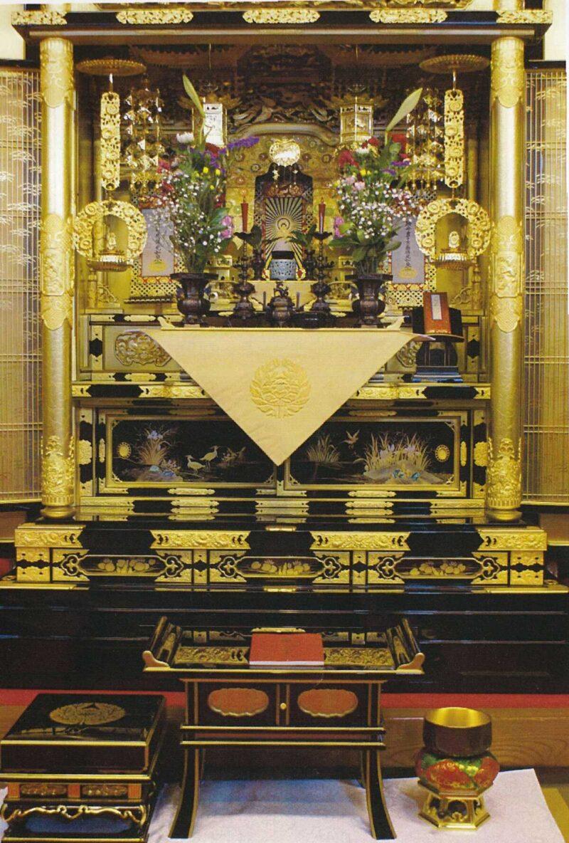 浄土真宗の大切な仏事(報恩講)での仏壇の飾り方の例