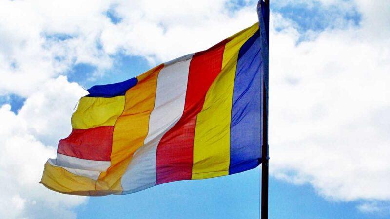 仏教のシンボル旗。六色仏旗